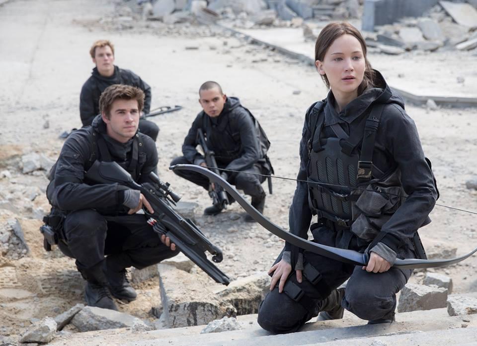 Katniss Everdeen part en guerre dans Hunger Games La Révolte