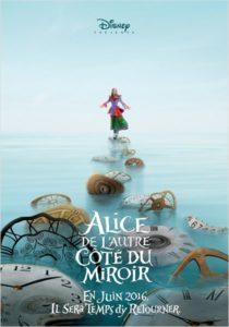 Alice au pays des merveilles 2 : deux affiches de l'autre côté du miroir