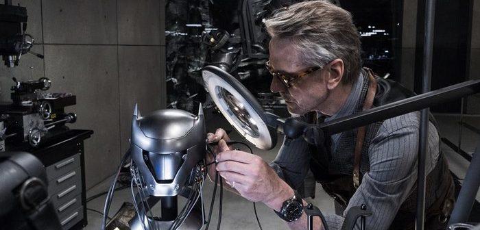 Jeremy Irons reprend son rôle d'Alfred dans la Justice League