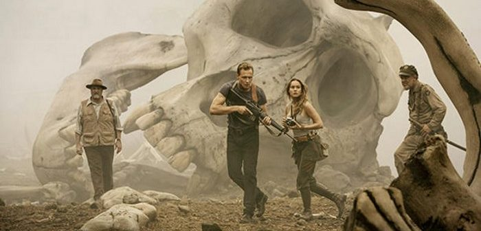 Kong : Skull Island : Tom Hiddleston face à un crâne géant