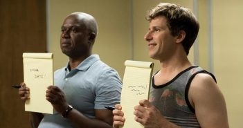[Critique] Brooklyn Nine-Nine S04 E01 : Greg et Larry font le show