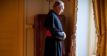 [Critique] Le Pape François, biopic divinement ennuyant