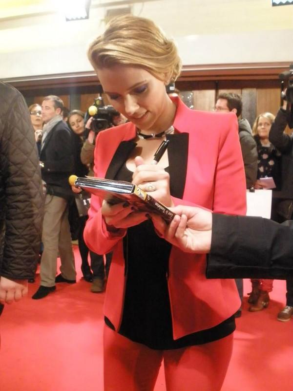 La belle Scarlett ouvre le bal des dédicaces