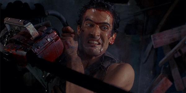 """Bruce """"Ash"""" Campbell dans la série Evil Dead."""