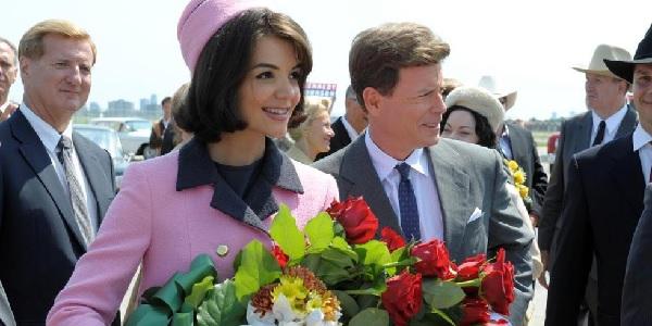 Katie Holmes redevient Jackie Kennedy !