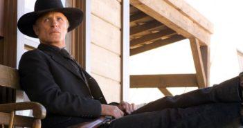 Ed Harris en cow-boy dans une nouvelle photo de Westworld.