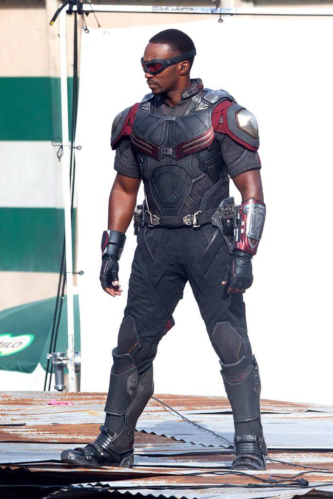 Captain America, Le Faucon et Crossbones en images !