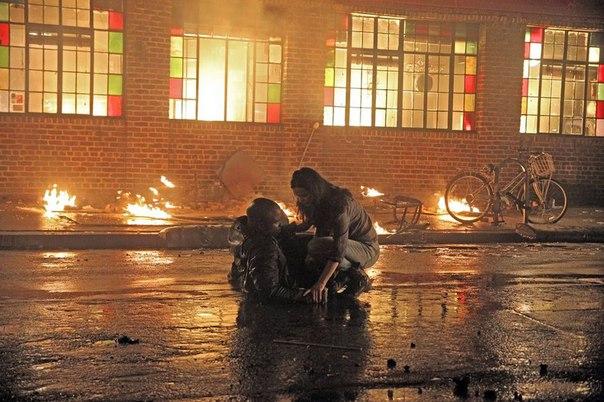 Luke Cage s'enflamme en images avec Jessica Jones !