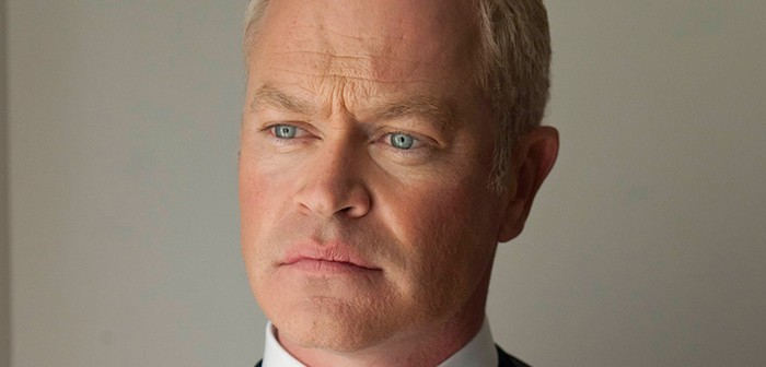 Neal McDonough face à Oliver Queen dans Arrow Saison 4 !