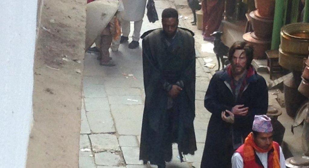 Images de Chiwetel Ejiofor au Népal pour Dr Strange !