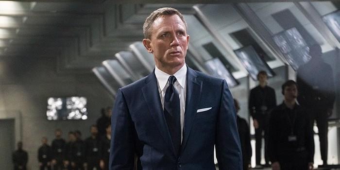 Daniel Craig raccroche le costume de James Bond !