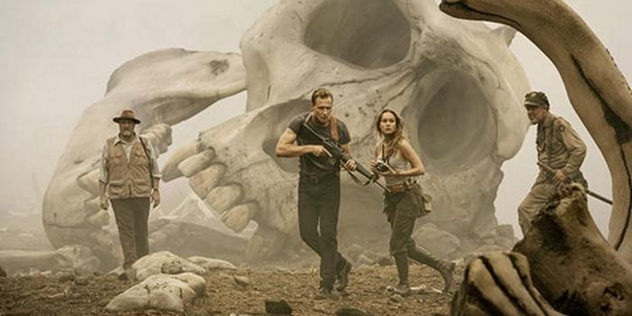 Kong : Skull Island : Tom Hiddleston face à un crâne géant