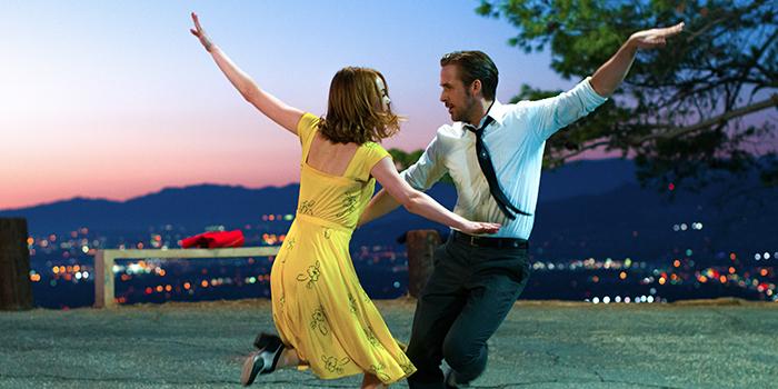 Tom Hanks interrompt la promo d'Eastwood pour vanter La La Land !