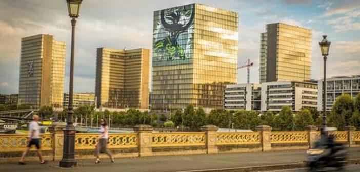 Tour de force d'ARTtitude : un poster de 1600 m2 sur la BNF