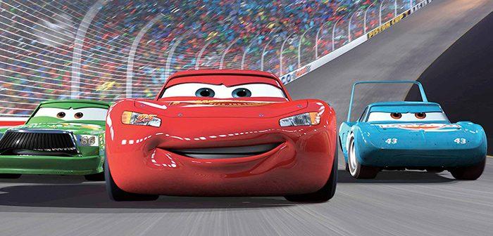 Vous avez vu le premier teaser qui annonce le retour de Flash McQueen dans Cars 3, découvrez dès maintenant l'affiche officielle.