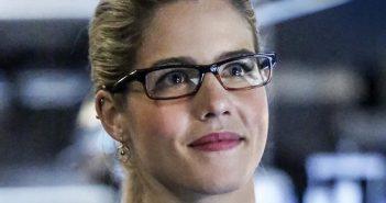 Arrow : Felicity Smoak en costume chez les Legends of Tomorrow !