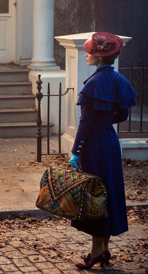 Premier aperçu d'Emily Blunt dans le costume de Mary Poppins !