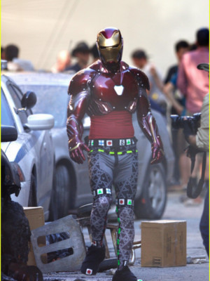 Avengers Infinity War : Tony Stark enfile sa nouvelle armure d'Iron Man