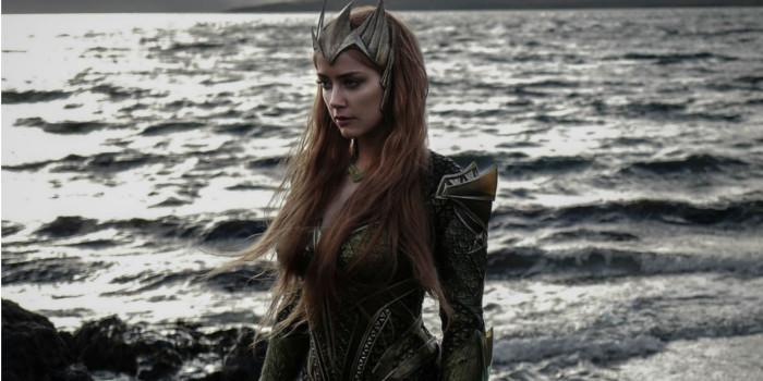 Aquaman : Amber Heard fait une pause hors de l'eau sur une nouvelle photo