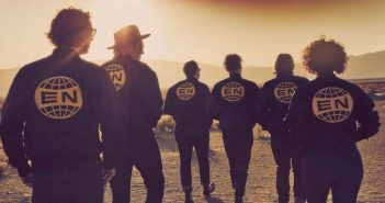 [Critique] Everything Now : la tambouille disco d'Arcade Fire