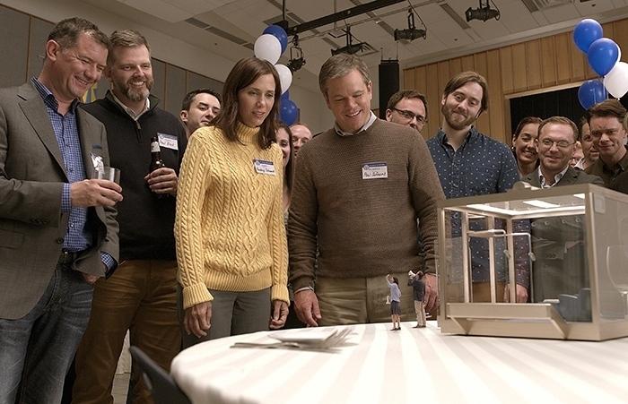Matt Damon rétrécit ses collègues dans une photo de Downsizing !