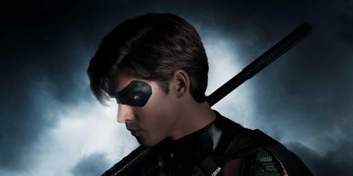 Titans : premier aperçu de Brenton Thwaites en Robin !