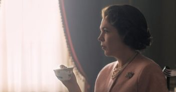 The Crown : Olivia Colman se dévoile en Elizabeth II