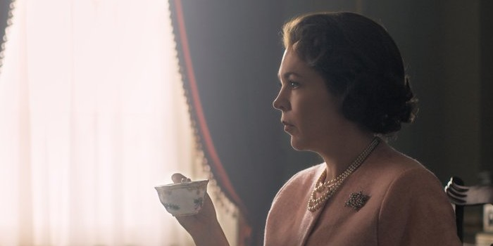 The Crown : Olivia Colman se dévoile en Elizabeth II