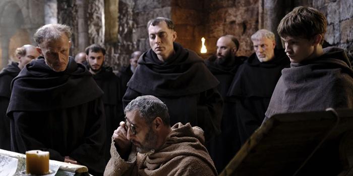 Critique Le Nom de la Rose saison 1 épisodes 1 & 2 : thriller théologique !