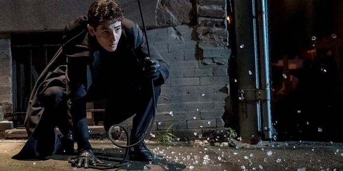 Gotham : Batman arrive en teaser dans le final de la saison 5