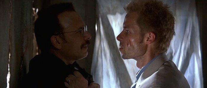 Christopher Nolan-Critique Memento : Retournement de temps et d'esprit