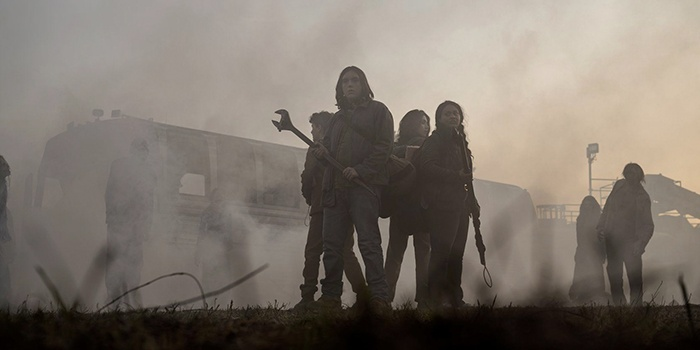 Critique TWD World Beyond saison 1 épisode 1 : série morte-née ?