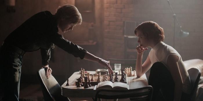 Critique Le Jeu de la dame (mini-série) : quand les échecs et leur reine font l'unanimité