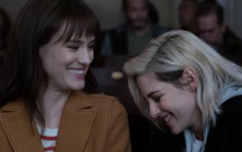 Happiest Season : Kristen Stewart et Mackenzie Davis en couple dans le trailer