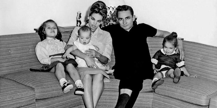 Critique Vivian et Johnny, la légende de Nashville: épopée d'une mère courage