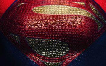 The Flash : Supergirl s'envole sur le tournage !